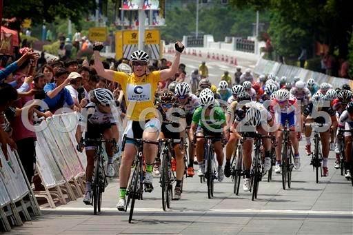 Kirsten Wild wins stage 2