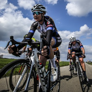 Lauren and Kirsten working hard in the tough winds. Photo: sportfoto.nl/SF Road 2015