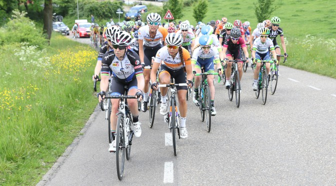 27-05-2016: Wielrennen: Boels Rental Classic: Valkenburg VALKENBURG (NED) wielrennen Tatiana Guderzo, Anouska Koster, Moniek Tenniglo op de Camerig